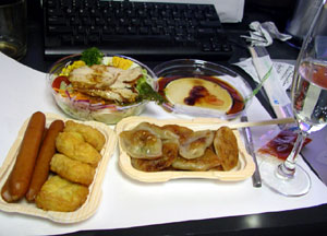 この日のメニューは餃子、サラダ、ウィンナー、ナゲット。