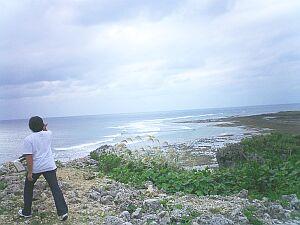 海に面した珍しいグスクを歩き回る