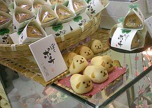 松屋で見つけた和菓子で、名前がぼくポチ。栃木県産のひよこみたいなヤツだけど、味は二の次でこのデザインはちょっと欲しくなるなぁ。