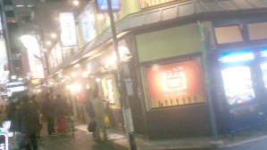 映画館近くのラーメン横丁。程よい感じの混み加減。