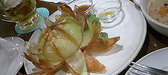 オニオンの丸揚げ。ホントはフラワーみたいになった唐揚げを期待してたけど・・・。食べたくなったから近いうちに新宿のシズラーの近くのフォルクス(?)行ってみるべ。