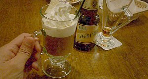 最後に飲んだメキシカンコーヒー。アイリッシュコーヒーみたいだけど、これはラムの代わりにテキーラが入っている。