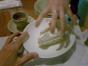 デザートのモンブランは不思議なクリームがかかってて、食べ応えのあるサイズだった。