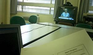ひろびろとした中での授業。画面の向こうはコロラドらしい。