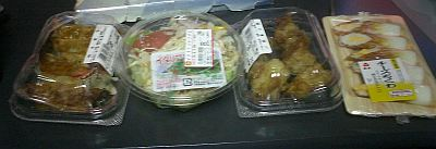 餃子、サラダ、唐揚げ、ちくわ、と極力炭水化物は摂らない3日間。