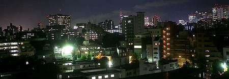 研究室から花火が見えた。そのあと最上階から写そうとするも終わってまう。しかたなく夜景を写す。
