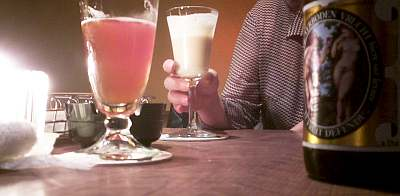 学生が集まる安々居酒屋に行った後、安々バーへ。