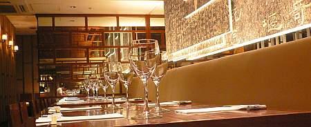 新宿の雰囲気の良いレストランに入るも、ヘンなGショックを使う店員に萎え萎え(笑)