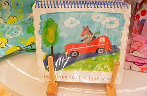 フラッグスで見つけた子供用のお絵かき帖。こんなの見ると、つい買いたくなるがグッと我慢。