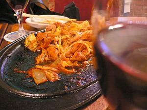 炭水化物抜きにするため、野菜炒めやホルモン焼きを堪能。