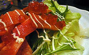 スモークサーモンとイクラのサラダ