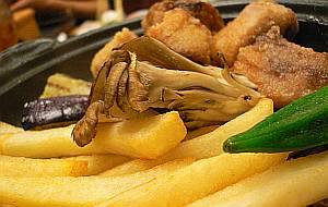 マグロ御膳の鍋になぜかフライドポテト(笑)所詮華屋与平衛