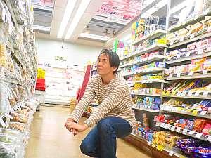 スーパーで記念撮影。