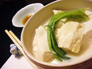 湯葉と豆腐の鍋。