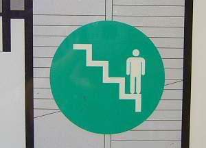 山岳マラソン並にきつい階段。大船駅にて採集。