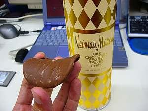 大学の冷蔵庫に入っていたチョココーティングのポテトチップス。かなりの精神力で(笑)いくつか残しておいてくれたらしい。