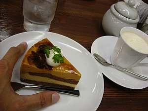 キャラメルケーキは美味しい。ウィンナーはそれほどじゃない。