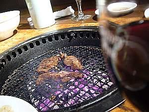 肉は美味しかったけど、ワインもお冷やもマズマズ。