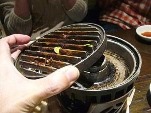 炙りジンギスカンを焼く機械。