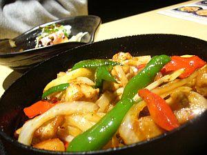 中華が美味しいが、焼酎ロックの量は極少量(w
