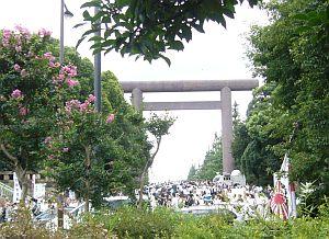 靖国神社は大賑わい。