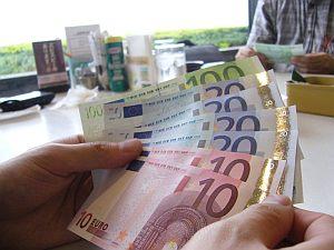 カラフルだから、銀行強盗の雰囲気が出せそうにない札。