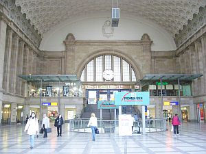 駅が立派。日本じゃお目にかかれない。