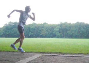 森の中でジョギングをしてるフリ。