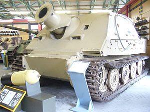 珍しい形だから最新?と思った。しかし18台しか生産されなかった還暦を迎えた戦車。
