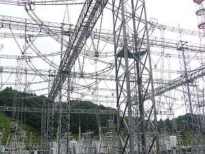 変電所は巨大で、いつ見ても不思議な光景。