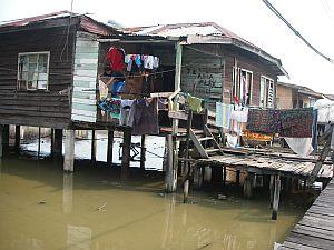 水上住宅のひとつ。案外住み心地良さそう。