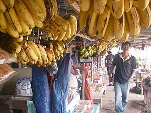 キナバル山へ向かう途中の地元の商店。