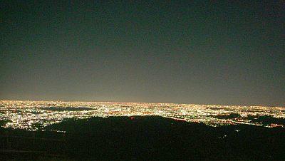 日の出山山頂からの夜景。