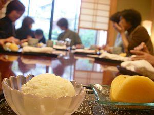 先生、アイスは和食に入りますかー?