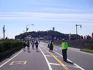 江ノ島への橋を渡る。抜き放題。