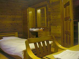 コテージ宿泊だったから、ブロークバックマウンテンな雰囲気の部屋となる。