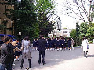 どっかの高校生が修学旅行ついでに大学ツアー。