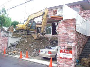 1年で壊されるバブリーな豪邸にびっくり。