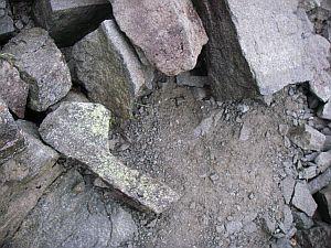 原始人の持ってる石発見。