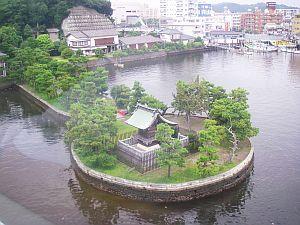 金沢八景から見えるかわいい神社。