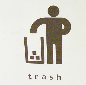 掟破りなピクトグラム発見。ゴミ箱のイラストより。