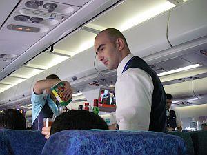 トルコ航空だけあって、濃い顔のCA。