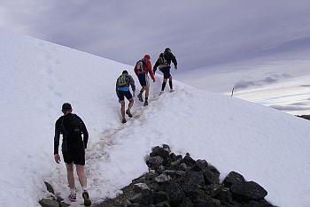 おんたけを彷彿させる雪道出現。