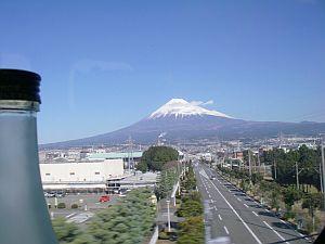富士山がよく見えた。初めて富士山側に座ったかも。