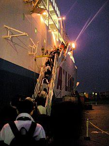 朝6時過ぎに乗船。