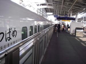 ちゃんと新幹線みたいな車輌じゃ(笑)