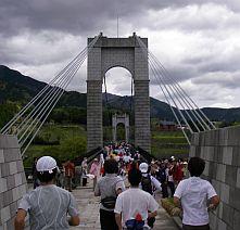 橋を渡ってすたーとー