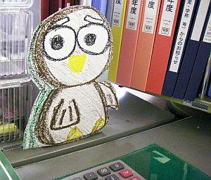 この人だれ?副手さんの机の上の学生作品。