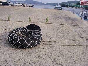 ロープが切れて、一部プックラなチューブ。
