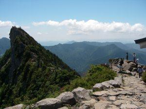 あの先端が西日本最高地点。